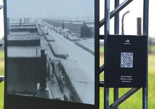 QR an einer Informationstafel der Gedenkstätte Auschwitz-Birkenau