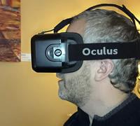 Christian Hönemann mit der VR-Brille Oculus