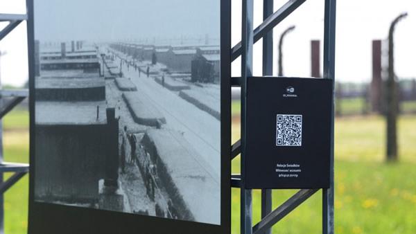QR an einer Informationstafel der Gedenkstätte Auschwitz